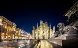 米兰大教堂, Piazza del Duomo在晚上,意大利 免版税库存图片