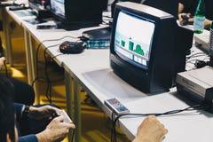 米兰意大利2018年10月-使用与葡萄酒电子游戏的人比赛星期在米兰(希腊字母的第17字fiera) 免版税库存照片