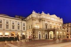 米兰斯卡拉大剧院被留下的上升 免版税图库摄影