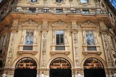 米兰的中心 形成弧光的 段落 建筑学元素 免版税库存图片