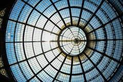米兰的中心 形成弧光的 段落 库存图片