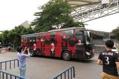 米兰足球俱乐部足球队员公共汽车 免版税图库摄影