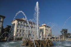 米兰,喷泉在朱利奥塞萨尔广场 免版税库存照片