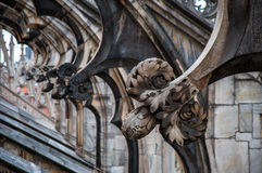 米兰,意大利大教堂的装饰的屋顶的片段  免版税库存图片