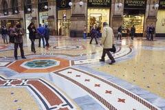 米兰,意大利,胜者伊曼纽尔II画廊地板 图库摄影