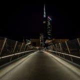 米兰,意大利, 2014年6月18日:新的Unicredit银行摩天大楼,夜场面 库存图片