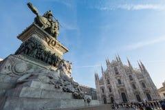 米兰,意大利-中央寺院和维托里奥Emanuele II雕象- 2015年12月 库存图片