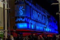 米兰,意大利- 2015年10月20日, :与蓝色背后照明的大厦 免版税库存照片