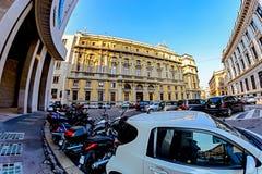 米兰,意大利- 2015年10月19日, :岗位的老巨型的大厦在米兰的中心 库存照片