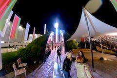 米兰,意大利- 2015年10月20日, :陈列的人们在意大利在晚上 图库摄影