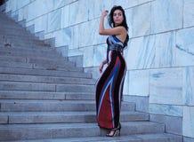 米兰,意大利- 2018年6月15日:乔治娜摆在为街道的摄影师的罗德里格斯在亚伯大FERRETTI时装表演以后 库存照片