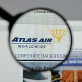 米兰,意大利- 2017年8月10日:亚特拉斯航空全世界藏品日志 库存照片