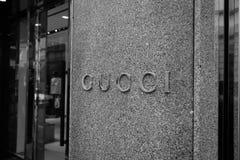 米兰,意大利- 2016年10月9日:商店顾的窗口和入口 免版税库存照片