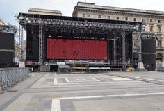 米兰,意大利- 2018年6月12日:在米兰构造准备好在`广场中央寺院`的一个音乐会 库存图片