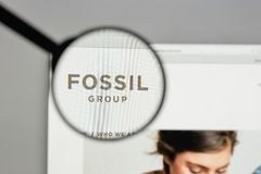 米兰,意大利- 2017年8月10日:在网站上的化石小组商标 免版税库存图片