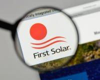 米兰,意大利- 2017年8月10日:在网站上的第一个太阳商标 库存图片