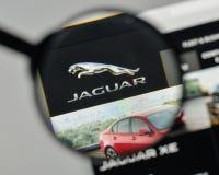米兰,意大利- 2017年11月1日:在网站家的捷豹汽车商标 库存照片