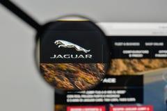 米兰,意大利- 2017年11月1日:在网站家的捷豹汽车商标 库存图片