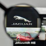 米兰,意大利- 2017年11月1日:在网站家的捷豹汽车商标 免版税图库摄影