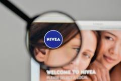 米兰,意大利- 2017年11月1日:在网站homep的妮维雅商标 免版税库存照片