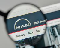 米兰,意大利- 2017年11月1日:在t的MAN Truck Bus Company商标 免版税图库摄影