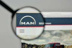 米兰,意大利- 2017年11月1日:在t的MAN Truck Bus Company商标 库存图片