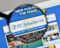 米兰,意大利- 2017年8月10日:在websit的FC Schalke 04商标 库存图片