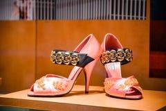 米兰,意大利- 2017年9月24日:布拉达鞋子在米兰商店 免版税库存图片