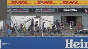 米兰,意大利- 2018年9月15日:机械工变动轮胎 股票视频