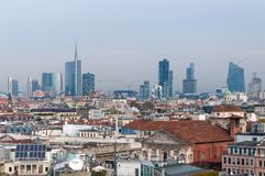 米兰,意大利- 2016年11月9日:米兰从观察台中央寺院二米兰的商业区全景  免版税库存图片