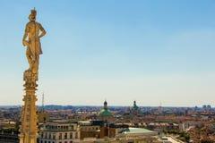 米兰,意大利- 2017年9月05日:米兰大教堂,中央寺院二米兰—米兰哥特式大教堂教会  图库摄影