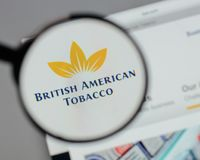 米兰,意大利- 2017年8月10日:英美烟草商标o 库存照片