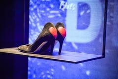 米兰,意大利- 2017年9月24日:Dior鞋子在米兰商店 免版税库存图片