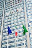 """米兰,意大利2014年6月06日:商展2015国际性组织陈列的促进在""""皮雷利塔""""在中央驻地附近 免版税库存照片"""