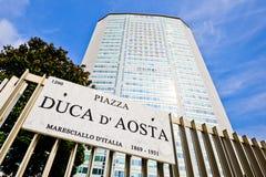 米兰,意大利2014年6月06日:商展2015国际性组织陈列的促进在中央驻地附近的皮雷利塔 免版税库存图片
