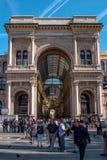 米兰,意大利- 2016年5月25日:圆顶场所维托里奥Emanuele II 从中央寺院正方形的入口曲拱 免版税库存照片