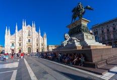 米兰,意大利- 2016年9月06日:在中央寺院大教堂和国家历史文物的看法对胜者伊曼纽尔II Monumento Nazion 免版税图库摄影