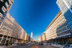 米兰,意大利- 2016年9月07日:在位于Vittor Pisani街的城市米兰的企业零件的早晨通过Vittor Pisani 免版税库存照片