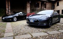 米兰,意大利- 2016年4月21日:在老停放的tesla式样S汽车 免版税库存照片