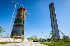 米兰,意大利- 2016年5月04日:建筑师设计的CityLife米兰安联塔矶崎新和Generali塔由Zaha设计了 图库摄影