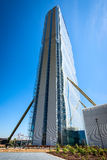 米兰,意大利- 2016年5月04日:CityLife米兰安联塔由建筑师矶崎新设计了 免版税库存图片
