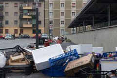米兰,意大利- 2017年3月02日-街道留给肮脏在城市3月以后 免版税库存图片