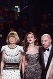 米兰,意大利- 3月02 :安娜Witour,斯卡利特约翰松,斯特凡诺Gabbana出席极端秀丽正在流行的党 库存图片
