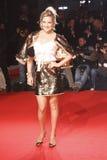 米兰,意大利- 3月02 : 在米兰时尚期间, Kate哈德森出席极端秀丽正在流行的党在Palazzina della Ragione 免版税库存图片