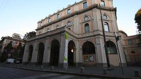 米兰, Cairoli Castello, S 乔凡尼sul穆罗角街道, 2017年9月5日- Dal Verme剧院 股票视频