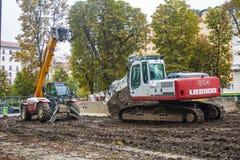 米兰, ITALY-OCTOBRE 18日2015年:在新的地铁线建筑工地的建筑机械在米兰 免版税库存图片