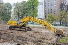 米兰, ITALY-OCTOBRE 18日2015年:在新的地铁线建筑工地的建筑机械在米兰 免版税库存照片