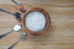 米和混合香料 免版税库存照片