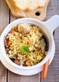 米和鸡肉沙锅菜 免版税库存图片