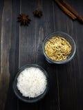 米和稻在玻璃 库存照片